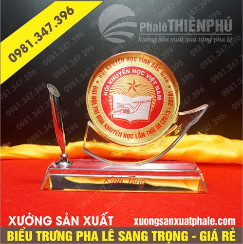 Biểu trưng pha lê hội khuyến học Việt Nam